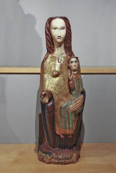 Virgen románica. Mare de Déu amb el Nen, siglo XIII, Catalunya.Museo Frederic Marés. Romanesque Sculpture, Lady Madonna, Christian Artwork, Statues, Mystique, Medieval Art, Blessed Mother, Gothic Art, Mother And Child