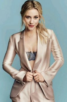 Lili Reinhart for Cosmopolitan magazine - Situsku Famous Girls, Famous Women, Camila Mendes Riverdale, Betty Cooper Riverdale, Betty & Veronica, Lili Reinhart And Cole Sprouse, Cosmopolitan Magazine, Ohio, Lily Collins