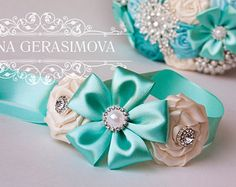 Usually I make boutonniere specially for my wedding bouquets. Flower Hair Clips, Flowers In Hair, Fabric Flowers, Diy Flowers, Ribbon Braids, Ribbon Hair Bows, Kids Headbands, Baby Shoes Pattern, Hair Bow Tutorial