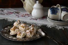 """Fursecuri fragede """"Sărutările Măicuțelor"""" - Rețete - Laura Laurențiu Chicken, Meat, Food, Recipes, Essen, Meals, Yemek, Eten, Cubs"""