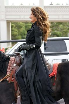 First of all, I love shania twain, secondly I love her hair