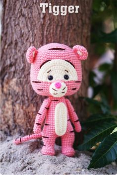 Winnie the pooh crochet pattern Crochet Toys Patterns, Amigurumi Patterns, Amigurumi Doll, Crochet Dolls, Crochet Gifts, Cute Crochet, Crochet Disney, Crochet Chart, Stuffed Animal Patterns