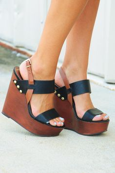 Wedges my style zapatos de tacones, plataformas zapatos, zapatos pump. Cute Shoes, Me Too Shoes, Pumps, Black Wedges, Brown Wedges, Shoe Closet, Crazy Shoes, Beautiful Shoes, Wedge Shoes