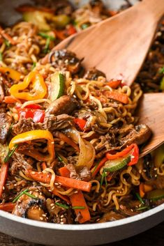 Fried Ramen, Fried Beef, Stir Fry Ramen Noodles, Beef Ramen Noodle Recipes, Ramen Food, Stir Fry Recipes, Cooking Recipes, Kitchen Recipes, Weeknight Meals