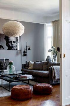 Шведский интерьер с черно-белыми фотографиями в качестве декора (161 кв. м) | Пуфик - блог о дизайне интерьера