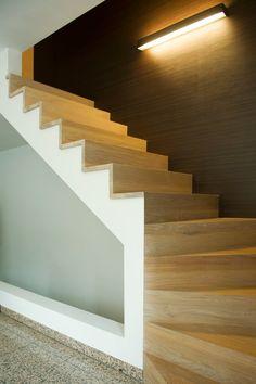 Foto 20 van 25 open trapleuning uit natuurlijk blauw staal rechthoekig profiel project te - Foto moderne trap ...