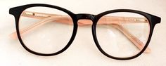 Armacao de Grau Isabele 2.0 Preto/Rose Types Of Glasses, Cool Glasses, New Glasses, Specs Frame, Womens Glasses Frames, Fashion Eye Glasses, Optical Glasses, Eyeglasses For Women, Eyewear