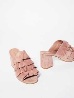 The most perfect pink ruffled mule