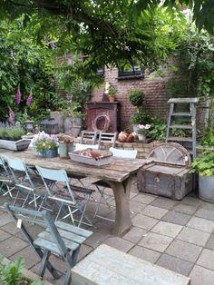 Outdoor Dining, Outdoor Spaces, Outdoor Decor, Shabby Chic Garden, Garden Flags, Garden Styles, Garden Inspiration, Gardening Tips, Outdoor Gardens