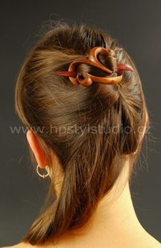 Romantic wooden clasp decorates your hairstyle for any  occasion. Very good grip, easy to adjust to any hairstyle and  it is very light.    Buckle has a strong vault on both sides the top and the  bottom. It creates a compact unit with hair. Hairstyle looks  fine and youthful.
