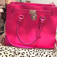 Michael Kors Large Hamilton Saffiano leather tote This is the large Hamilton Saffiano leather tote by Michael Kors. Been used, but does not show signs of wear. Michael Kors Bags Satchels