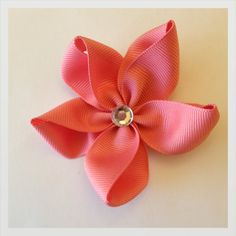 Salmón flower hair bow by WowHairBows on Etsy,