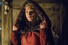 Queen Lagertha (Katheryn Winnick) of Kattegat meeting with The Seer. | Vikings - Season 4 Episode 16 'Crossings'