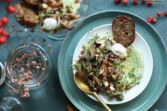 Vega voorgerecht: gebakken paddenstoelen met guacamole crème - Beaufood Vegan Vegetarian, Vegetarian Recipes, Vegan Food, Guacamole, Baked Potato, Tapas, Creme, Good Food, Mexican