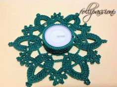 Ravelry: Portacandela Eris pattern by Martina Cattin Handmade Christmas, Christmas Crafts, Wool Thread, Crochet Home Decor, Crochet Snowflakes, Tealight Candle Holders, Crochet Accessories, Tea Light Holder, Xmas Decorations