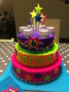 Leuke vilten verjaardagstaart voor op school of thuis