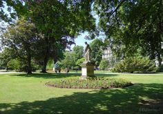 HD photographs of Jardin du Luxembourg free public gardens including its many different tourist attractions located in the Arrondissement of Paris. Luxembourg Gardens, Public Garden, Flower Beds, More Photos, Sidewalk, Statue, Artist, Beautiful, Gardens