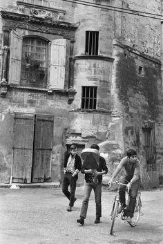 © Henri Cartier-Bresson/Magnum Photos FRANCE. Languedoc-Roussillon region. Gard departement. Town of Uzes. 1968.