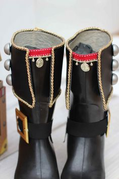 DIY Pirate Boots detail