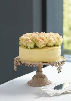 Golden velvet cake - best cake ever to make for birthday cakes. Holds up great under fondant! Gorgeous Cakes, Pretty Cakes, Amazing Cakes, Cupcakes, Cake Cookies, Cupcake Cakes, Yummy Treats, Delicious Desserts, Sweet Treats
