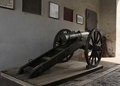 Kézdivásárhely udvarterei - Erdély Hét csodája Cannon, Guns, Weapons Guns, Revolvers, Weapons, Rifles, Firearms