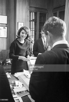 Preparation Of The Exhibition On John Fitzgerald Kennedy. New York-. News Photo Jackie Kennedy Style, Caroline Kennedy, Jacqueline Kennedy Onassis, Les Kennedy, Robert Kennedy, Southampton, Jaqueline Kennedy, John Junior, John Fitzgerald