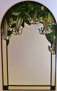 Engel van trompet ~ A bespoke Art Nouveau ~ Tiffany/Moorcroft aardewerk geïnspireerd, hand geschilderd, loodhoudende (30x50cm) spiegel. Door Douglas Payne