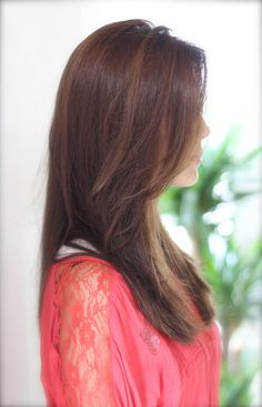 ベージュカラーの耳かけ抜け感スタイルのナチュラルセミロング   青山・表参道の美容室 Secretのヘアスタイル   Rasysa(らしさ)