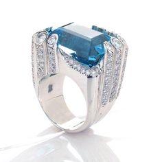 No dia mundial da Água desejamos que as pessoas tenham mais consciência qto ao uso desse precioso mineral e, com as pqs ações cotidianas ensinem aos seus semelhantes que cuidando não vai faltar! 💧💦💦 Anel de água marinha e diamantes! 💙💎💙 #worldwaterday #nofilter #ruthgrieco #aguamarinha #aquamarine #diamonds #jewellery #luxury #diamonds