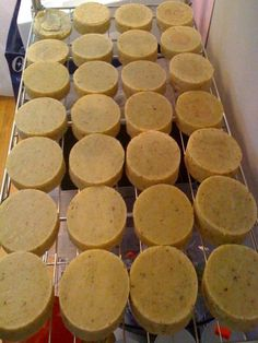 {VIDEO} The Worlds Easiest Home Made Soap - interesting, I may give this a try . I'm pinning this to watch later. Homemade Soap Recipes, Homemade Gifts, Savon Soap, Homemade Cosmetics, Handmade Soaps, Diy Soaps, Lotion Bars, Homemade Beauty Products, Cold Process Soap