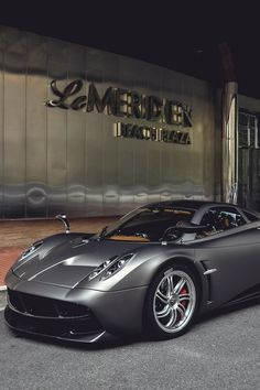 Pagani Huayra.Luxury, amazing, fast, dream, beautiful,awesome, expensive, exclusive car. Coche negro lujoso, increible, rápido, guapo, fantástico, caro, exclusivo.