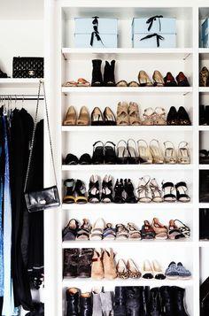 Des chaussures qui deviennent même des accessoires de décoration.