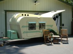 Love the look of this, atomic age. Nice simple little trailer.