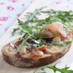 Découvrez la recette bruschetta roquette et jambon cru sur cuisineactuelle.fr.