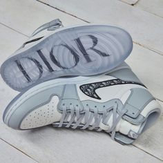 Hype shoes - NIKE's jordan brand and dior collaborate on sneaker set to drop in 2020 – Hype shoes Moda Sneakers, Dior Sneakers, Dior Shoes, Sneakers Fashion, Fashion Shoes, Fashion Trainers, Dior Fashion, Nike Trainers, Mens Trainers