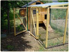 Building a chicken coop does not have to be tricky nor does it have to set you back a ton of scratch. Chicken Coop Plans, Building A Chicken Coop, Types Of Chickens, Hen House, Chicken Breeds, Construction, Home Jobs, Diy Projects To Try, Agriculture