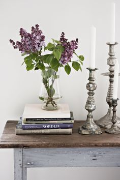 CONSOLE STYLING :: Stack of coffee table books in coordinating colors w/ a vase and gorgeous candlesticks in varying heights. Provence, Console Styling, Shabby, Coffee Table Books, Home Decor Inspiration, Vignettes, Home Projects, Home Remodeling, Floral Arrangements