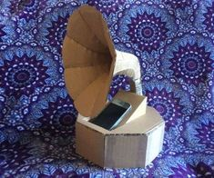 Cardboard Gramaphone Passive Speaker : I've always loved the aesthetic of old gramophones and finally sat down and made one. It will boost the volume of your music only a little bit, but it sure looks cool! Lego Man Costumes, Up Halloween Costumes, Halloween Diy, Children Costumes, Baby Costumes, Halloween Stuff, Vintage Halloween, Halloween Makeup, Microwave Heat Bag