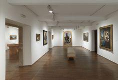 Casa de Oviedo-Portal, sala 8, con obra de Ignacio Suárez Llanos, Luis Álvarez Catalá y otros pintores asturianos del siglo XIX. Fotografía: Marcos Morilla.