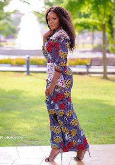 These classy Ankara styles will make you locate your tailor; if you want to turn heads at the next event you attend, then you need these Ankara styles to make a difference African Wear Dresses, African Wedding Dress, Wedding Dresses, African Men Fashion, African Women, Womens Fashion, Ankara Styles, Beautiful Black Women, Printer