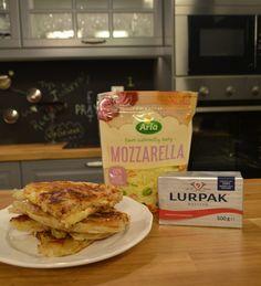 Μια τυρόπιτα της ευκολίας, που γίνεται μέσα σε ελάχιστα λεπτά, αρκεί να έχετε στο ψυγείο σας φύλλα κρούστας και νόστιμα τυριά.