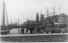 Liverpool Picturebook a site featuring a collection of old photographs and pictures of Liverpool, and Liverpool History, updated regularly. The history of Liverpool in Pictures Liverpool Docks, Liverpool History, Liverpool Street, Old Pictures, Old Photos, Scotland History, Saint George, British History, Baby Cats