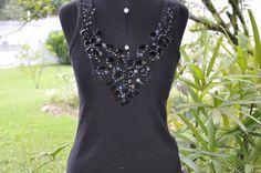 Camiseta preta, modelo regata, tamanho médio, bordada em pedraria.  Aceitamos encomendas em outros tamanhos e cores1 R$65,00