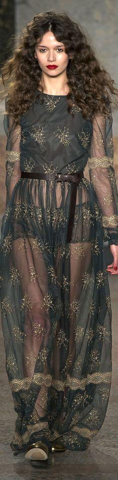 Fall 2015 Ready-to-Wear Blugirl Elie Saab, Fashion Moda, Boho Fashion, Couture Fashion, Runway Fashion, Alexander Mcqueen, Grunge, Valentino, Indie