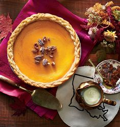 Southern Pies_Cushaw Pie with Vanilla Bean Custard Sauce Fall Desserts, Just Desserts, Delicious Desserts, Yummy Food, Vanilla Desserts, Thanksgiving Recipes, Holiday Recipes, Thanksgiving Table, Pie Recipes