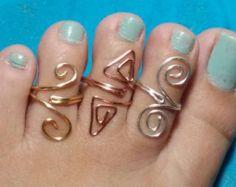 BOGO Off-custom toe rings wire gold Copper by stampedbydmarie Diy Toe Rings, Silver Toe Rings, Wire Jewelry Rings, Copper Wire Jewelry, Gold Jewelry, Jewellery, Toe Ring Designs, Bijoux Fil Aluminium, Bridal Bands