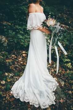 Flowy and bohemian wedding dress and moody bridal bouquet | Image Amber Phinisee Photography