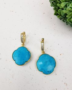 Turquoise Clover Huggie hoop  Earrings. FREE SHIPPING Black Onyx, 18k Gold, Turquoise Necklace, Jewelery, Plating, Hoop Earrings, Perfume, Shapes, Pendant Necklace
