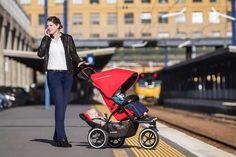 The incredible automatic braking pram from Phil & Teds New Baby Boys, Baby Kids, Baby Baby, Phil And Teds, Prams, Everything Baby, Celebrity Babies, City Bag, Young And Beautiful