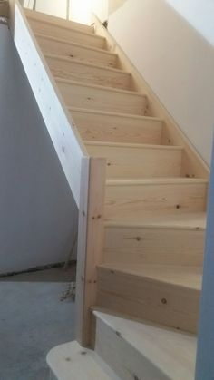preisvergleich prei… – Keep up with the times. Garage Stairs, Tiny House Stairs, Basement Stairs, Space Saving Staircase, Loft Staircase, Attic Renovation, Attic Remodel, Attic Rooms, Attic Spaces